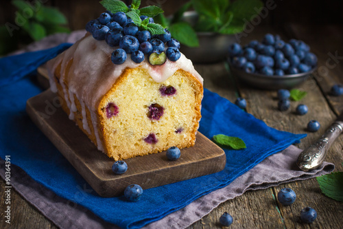 Plagát blueberry cake with sugar icing and fresh berries
