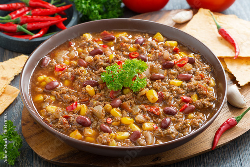 Poster, Tablou Mexican dish chili con carne in plate