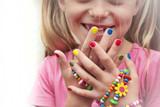 Fototapety Детский разноцветный маникюр.