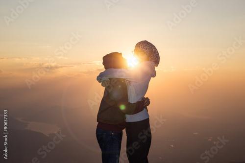 Sonnenaufgang mit Liebespaar