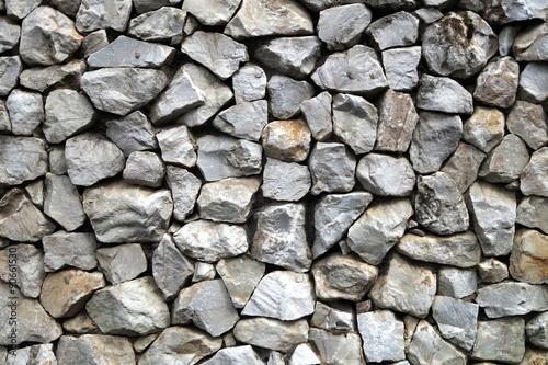 Mit den Steinen im Hintergrund