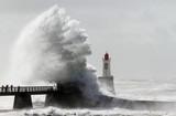 Tempête sur le phare de la grande jetée (La Chaume)