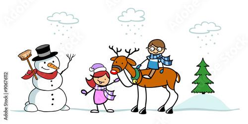 Kinder spielen mit Rentier im Schnee