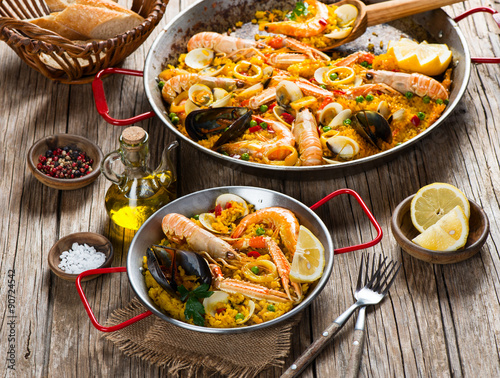 Poster Paella - traditional spanish food