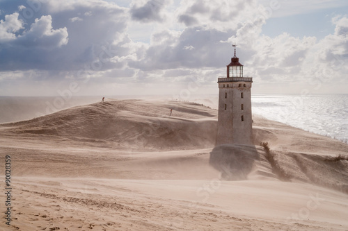 Sandstorm at the lighthouse - 90828359