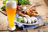Fototapety Oktoberfest weißwurste mit breze und bier
