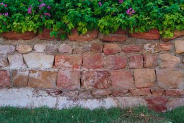 gartenmauer eine steinmauer f r den garten die sind die kosten pictures to pin on pinterest. Black Bedroom Furniture Sets. Home Design Ideas
