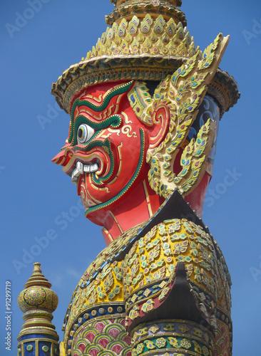 guardianes en templo Wat Phra Kaew, Bangkok Poster