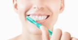 Fototapety Donna con spazzolino denti bianchi