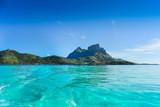 Paesaggio mare e montagna isola Bora Bora - 91440902