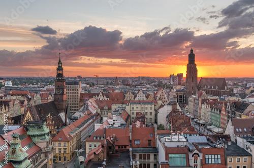 Zdjęcia na płótnie, fototapety na wymiar, obrazy na ścianę : Old city of Wroclaw with St Elisabeth church and Town hall seen from church tower on colorful sunset