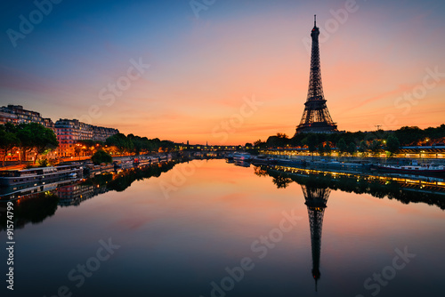 Poster Sunrise at the Eiffel tower, Paris