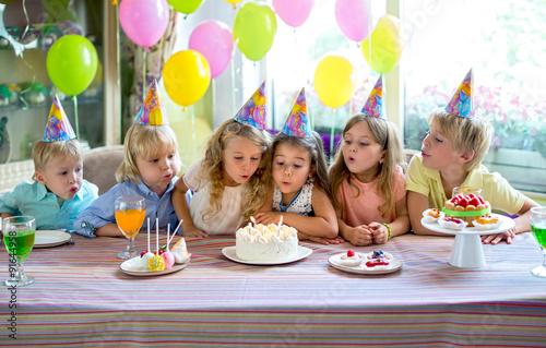 Zdjęcia na płótnie, fototapety, obrazy : Birthday party