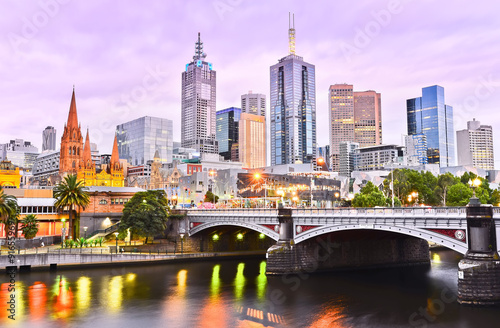Fotobehang Purper View of Melbourne skyline at dusk