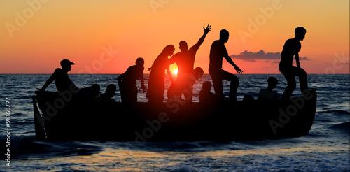 Aluminium Schipbreuk boat with migrants fleeing from war