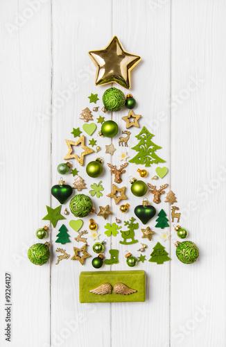 weihnachtsbaum mit gr n gold und wei dekoriert. Black Bedroom Furniture Sets. Home Design Ideas