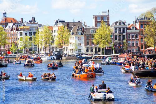 Plakát, Obraz AMSTERDAM - 27 dubna: Lidé slaví Kings den v Amsterdamu