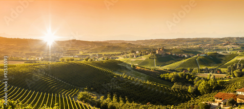 Panel Szklany Panoramic view of the Langhe vineyards and hills
