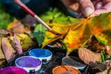 Fototapety herbstliche Deko Blätter anmalen