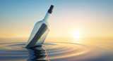 Flaschenpost im Sonnenuntergang - 92740133