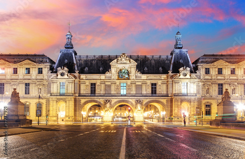 Foto op Canvas Parijs Louvre Museum in Paris at sunrise, France