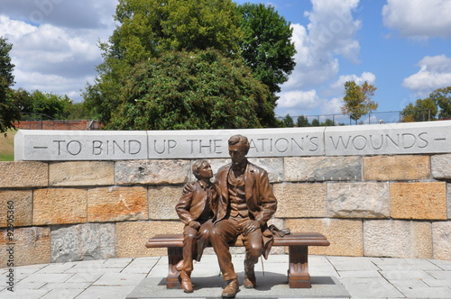 Plakat Abraham Lincoln Statue with son at the American Civil War Center in Richmond, Vi