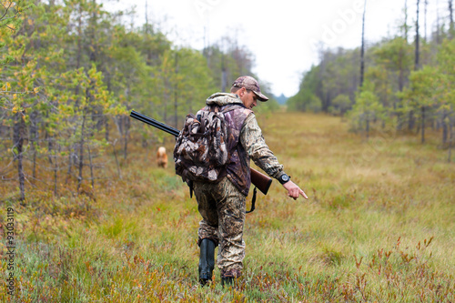 Fotobehang Jacht hunter in camouflage on autumn hunting