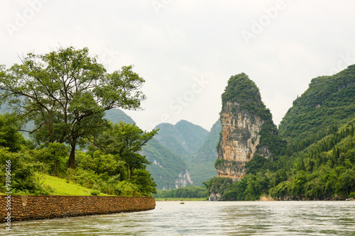 Staande foto Guilin Beautiful karst mountains li river