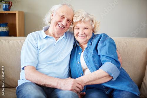 zakochana-para,-zdjecie-pamiatkowe,-seniorzy