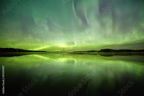 Aluminium Noorderlicht Northern lights on the night sky.Green light reflection on the water of a lake.