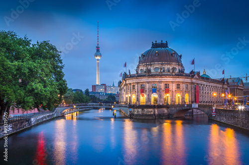 Poster Berlin Museumsinsel with TV tower and Spree river at night, Germany
