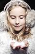 Obrazy na płótnie, fototapety, zdjęcia, fotoobrazy drukowane : The girl in fur earmuffs in winter evening