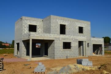 Photos illustrations et vid os de parpaing for Construction maison parpaing