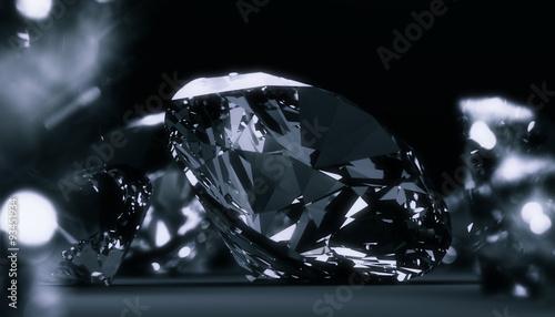 Okrągłe diamenty biżuteria ciemne tło