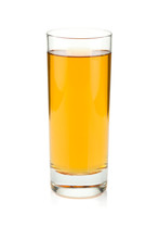 jugo de manzana en un vaso