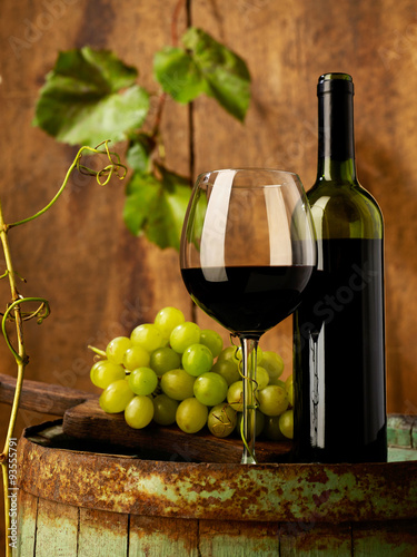Red wine and grapes © goir