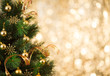 Obrazy na płótnie, fototapety, zdjęcia, fotoobrazy drukowane : Christmas tree background with gold blurred light