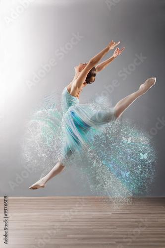 fototapeta na ścianę Beautiful female ballet dancer jump, grey background