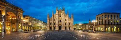 Foto op Plexiglas Milan Domplatz in Mailand Italien mit Dom und Triumphbogen der Galleria Vittorio Emanuele II Panorama