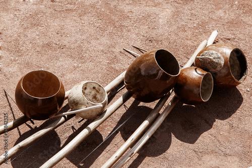 Постер, плакат: Бразильские музыкальные инструменты беримбау, холст на подрамнике