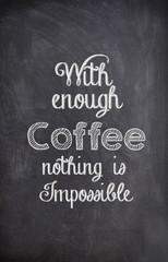 Kawy cytat napisany kredą na czarnej tablicy