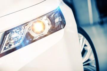 Reflektory nowoczesny samochód