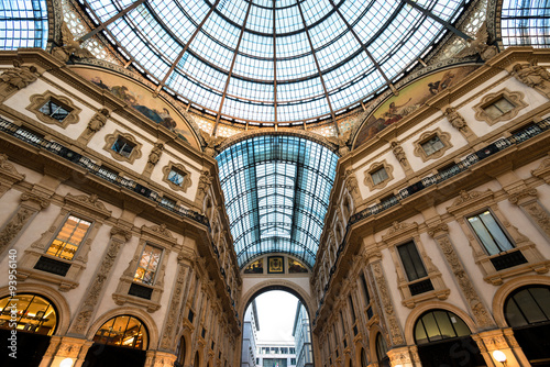 In de dag Milan view of scala gallery, Milan, Italy