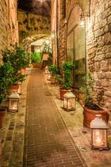 Fototapeta Piękna zdobiona ulica w małym miasteczku we Włoszech, Umbria