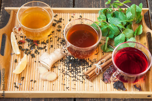 Papiers peints The Three cups of tea with lemon, ginger, cinnamon and mint