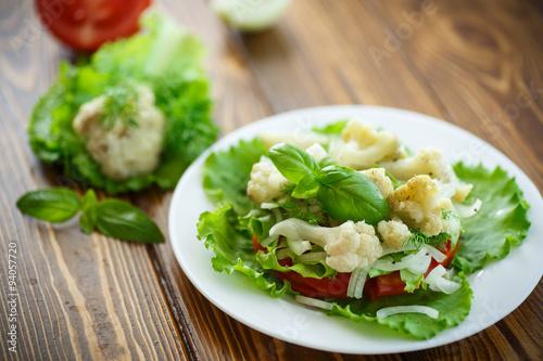 Салат с цветной капусты и зелени с фото