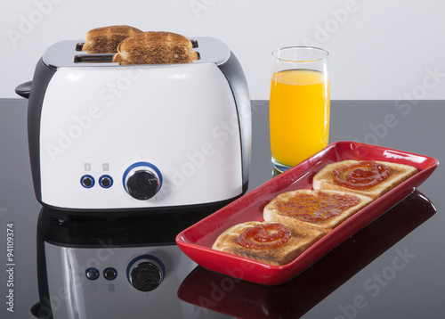 Plagát tostadora o tostador es un pequeño aparato que sirve para tostar rebanadas de p