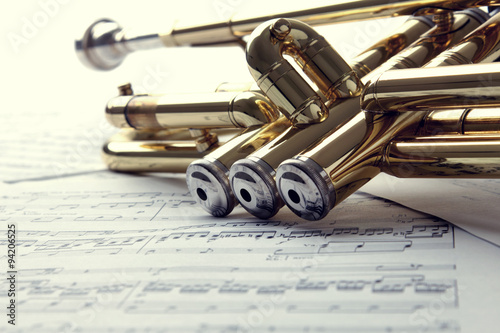 Trumpet on sheet music - 94206525