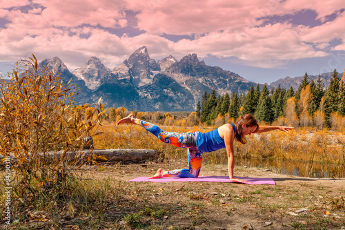 Foto op Aluminium Lichtroze Practicing Yoga in the Tetons in Afll