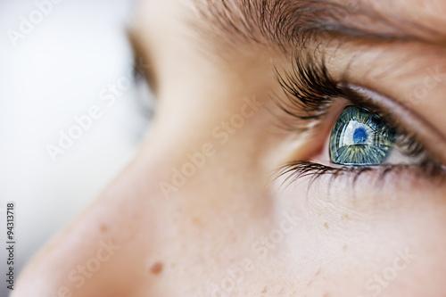Juliste insightful look blue eyes boy